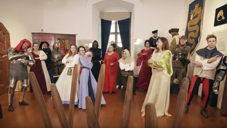 Ilyen még nem volt: a siklósi vár új videoklipjétől leesett az állunk