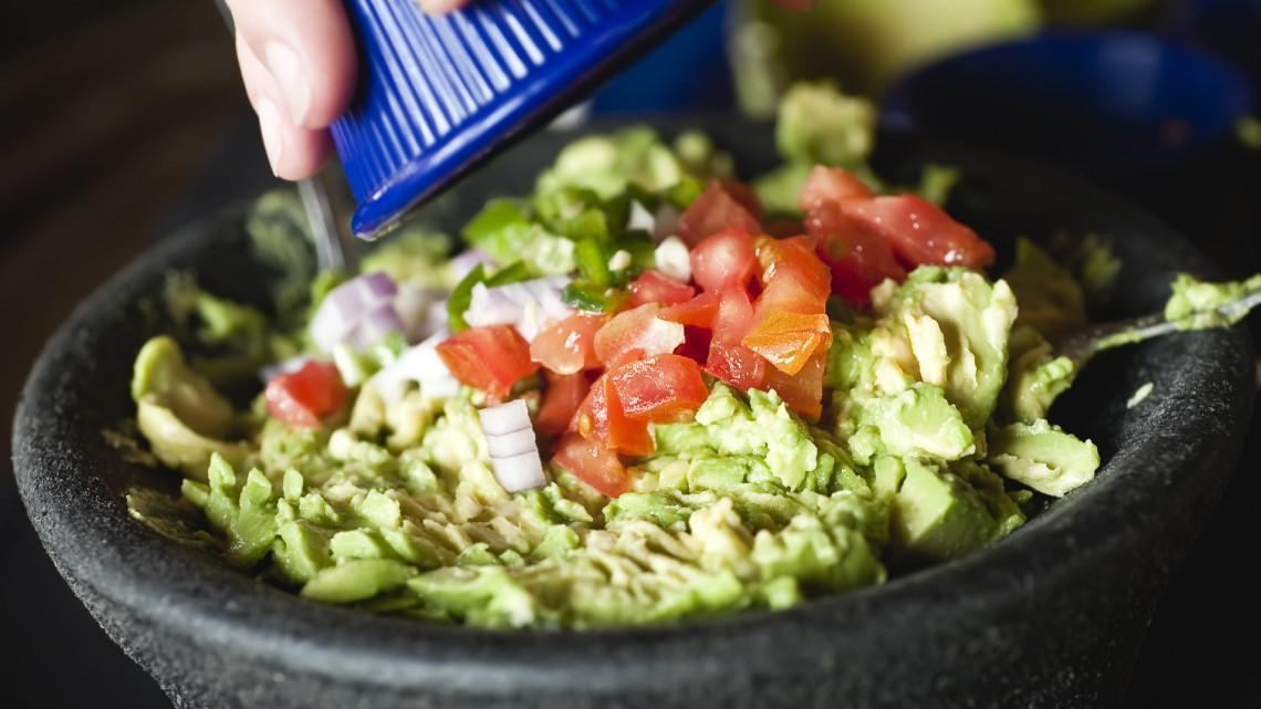 Avokádókrém recept pirítósra: így készül az eredeti avokádókrém, a guacamole