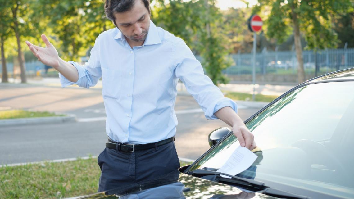 Kamu bírságok Keszthelyen: több tízezret csalt ki az álparkolóőr az autósoktól