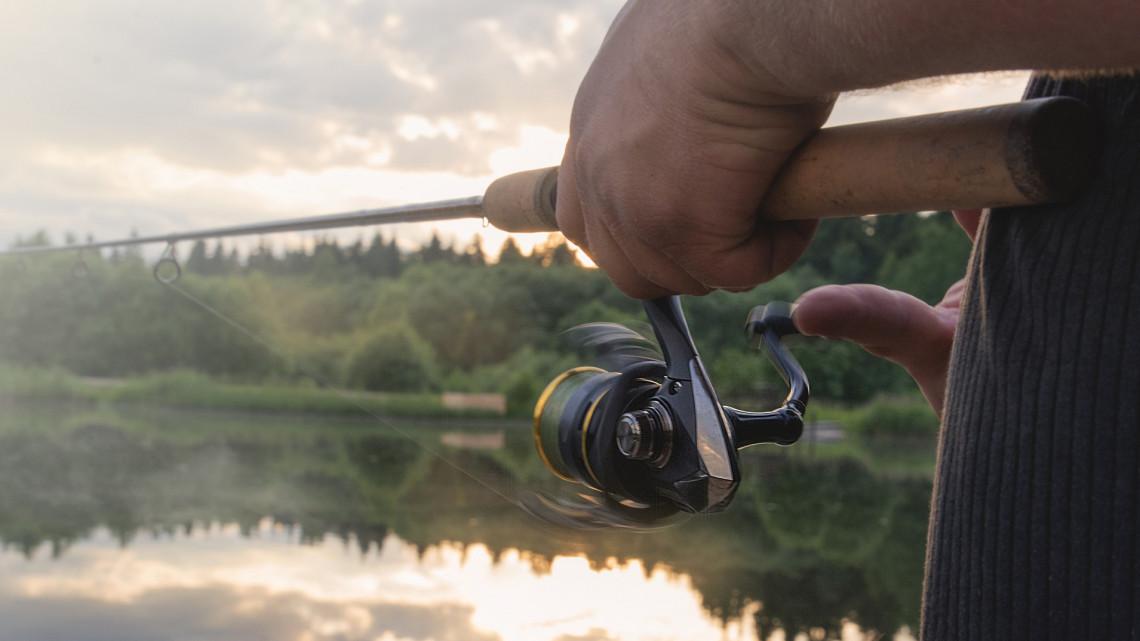 Hatalmas meglepetés érte a horgászt: kapitális halszörnyet fogott ki az egyetemista