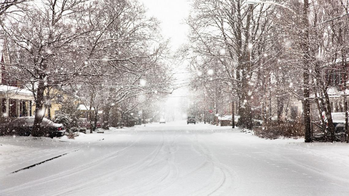 Ismét szakad a hó: videón a veszélyessé váló télies utak