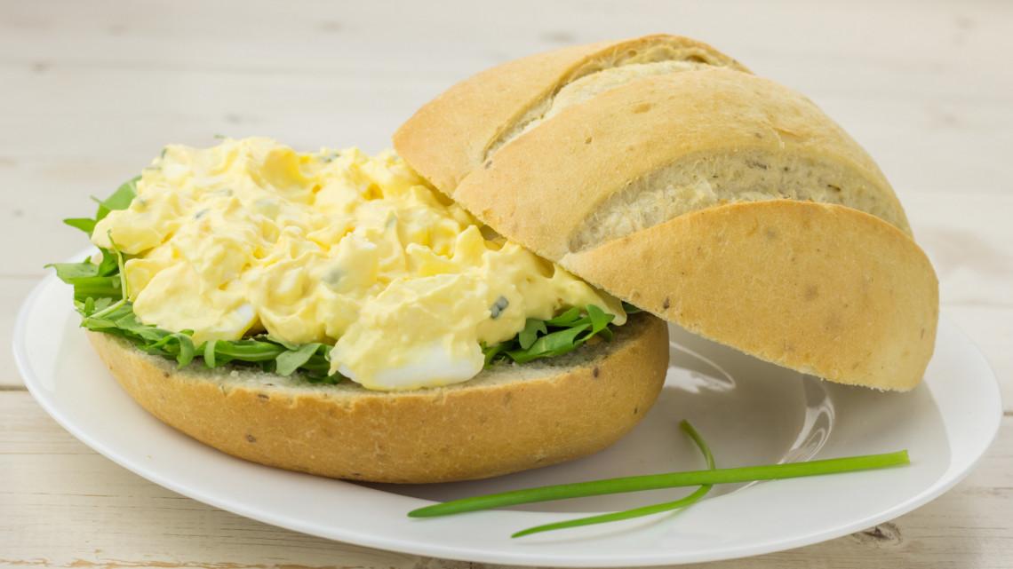 A legfinomabb tojáskrém készítése: így készül a tojáskrém hagymával, tojáskrém recept