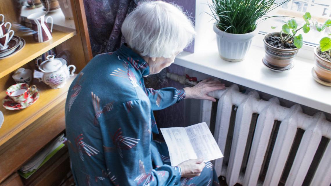 Hoppon maradhatnak a nyugdíjasok: nem biztos, hogy megkapják a prémiumot idén