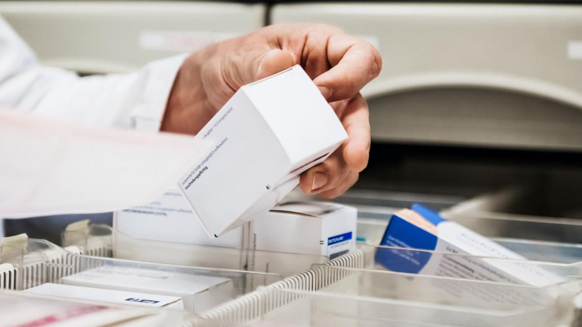 Bejelentették: változnak a gyógyszerkiváltás szabályai