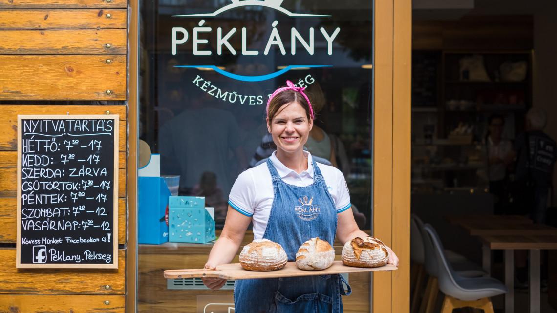 Ez a fiatal lány süti az egyik legfinomabb kenyeret az országban: Te kóstoltad már?