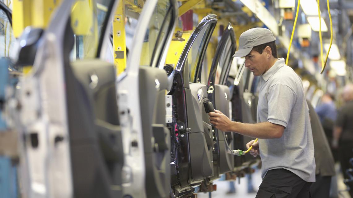 Döntöttek: hétfőtől az esztergomi Suzuki-gyár is leáll
