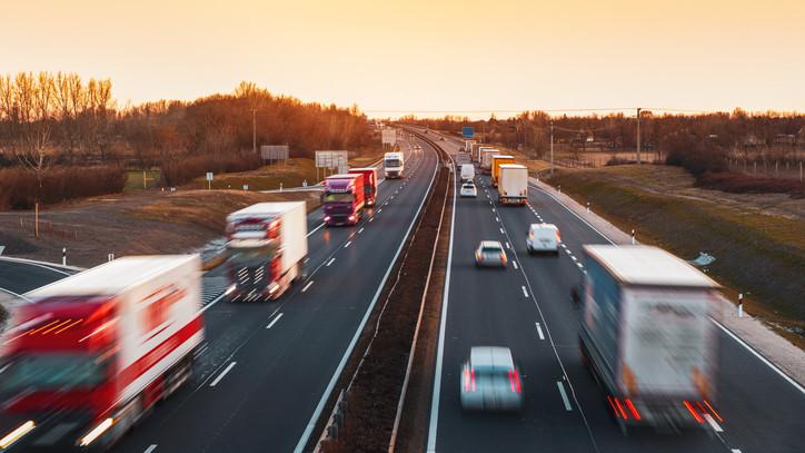 Sávlezárásra és sebességkorlátozásra kell számítani az M5-ösön: itt vannak a részletek