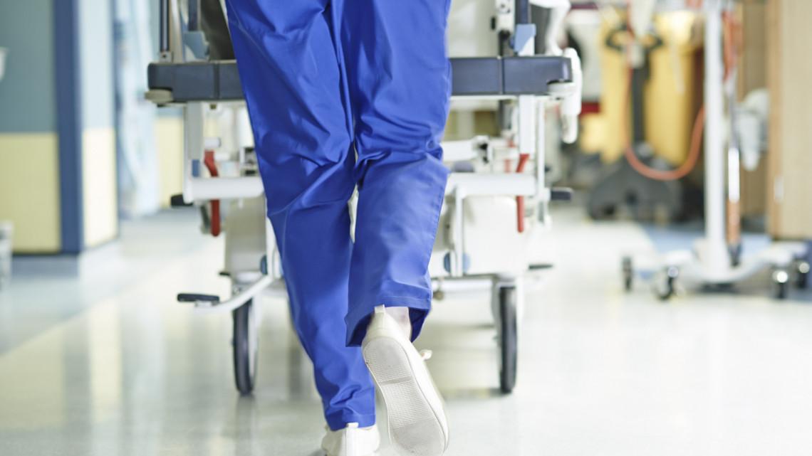 Koronavírus: 15 milliárdért szereznek be egészségügyi eszközöket