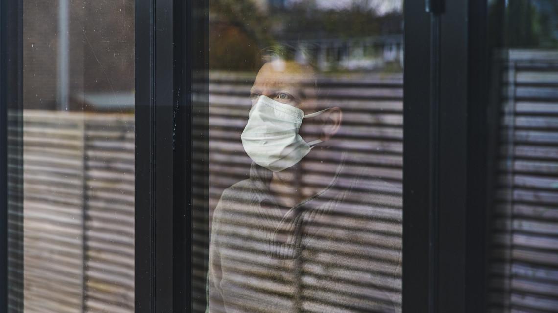Koronavírus: csak a kormány vezethet be kijárási tilalmat, polgármesterek nem
