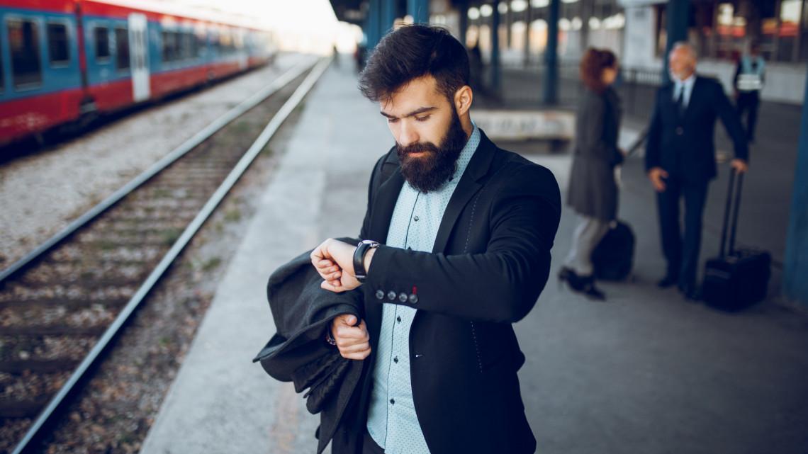 Változik a menetrend a vasúton: az óraátállítás miatt több járat később indul