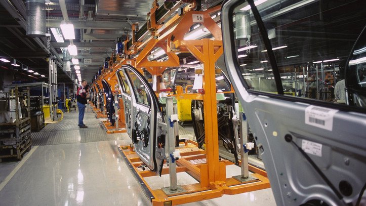 Döntött a kecskeméti cég: meghosszabbította a leállását a Mercedes-gyár