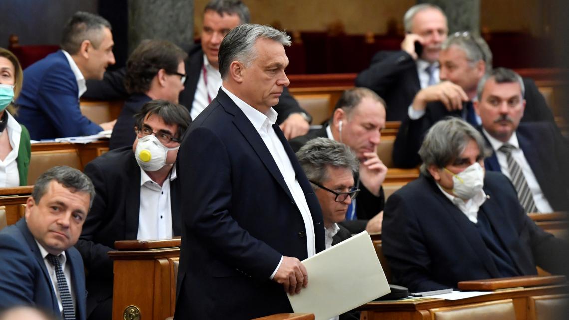 Koronavírus: megszavazta a parlament a felhatalmazási törvényt
