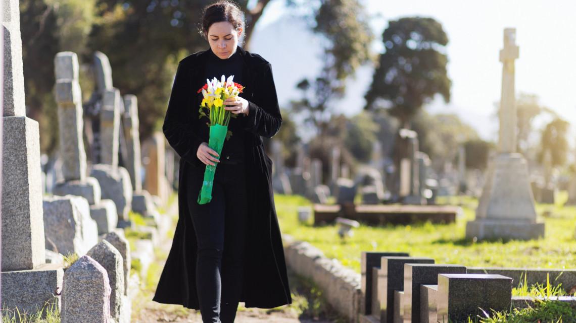 Koronavírus: leálltak a boncolások, óvatosságra intenek a temetkezési szolgáltatók