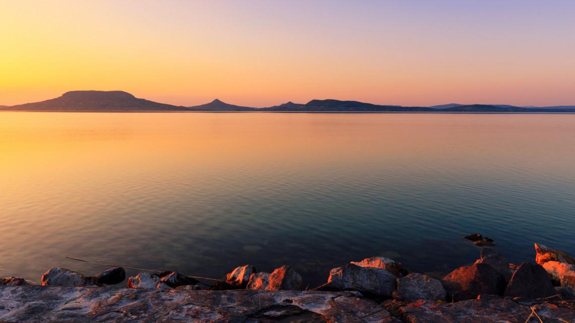 Nem állnak le a strandfejlesztések: a Balaton már a koronavírus utáni időkre készül