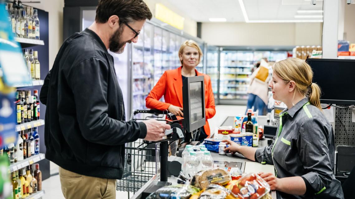 Durva korlátozásokat vezetett be a Tesco: erre készülj, ha vásárolni indulnál