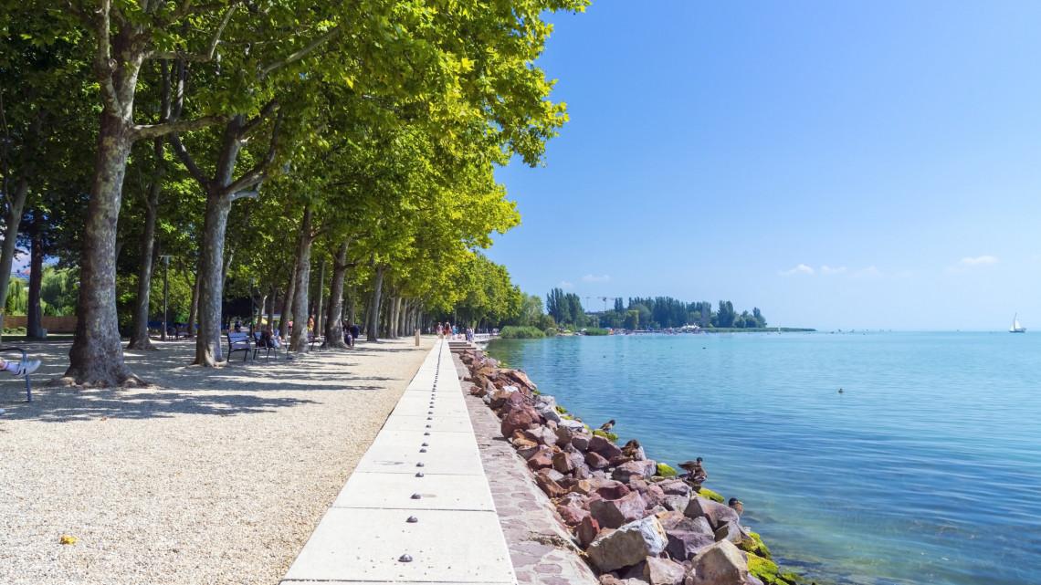 Balatonfüred sem kér a látogatókból: magas büntetést kaphatnak a szabályszegők
