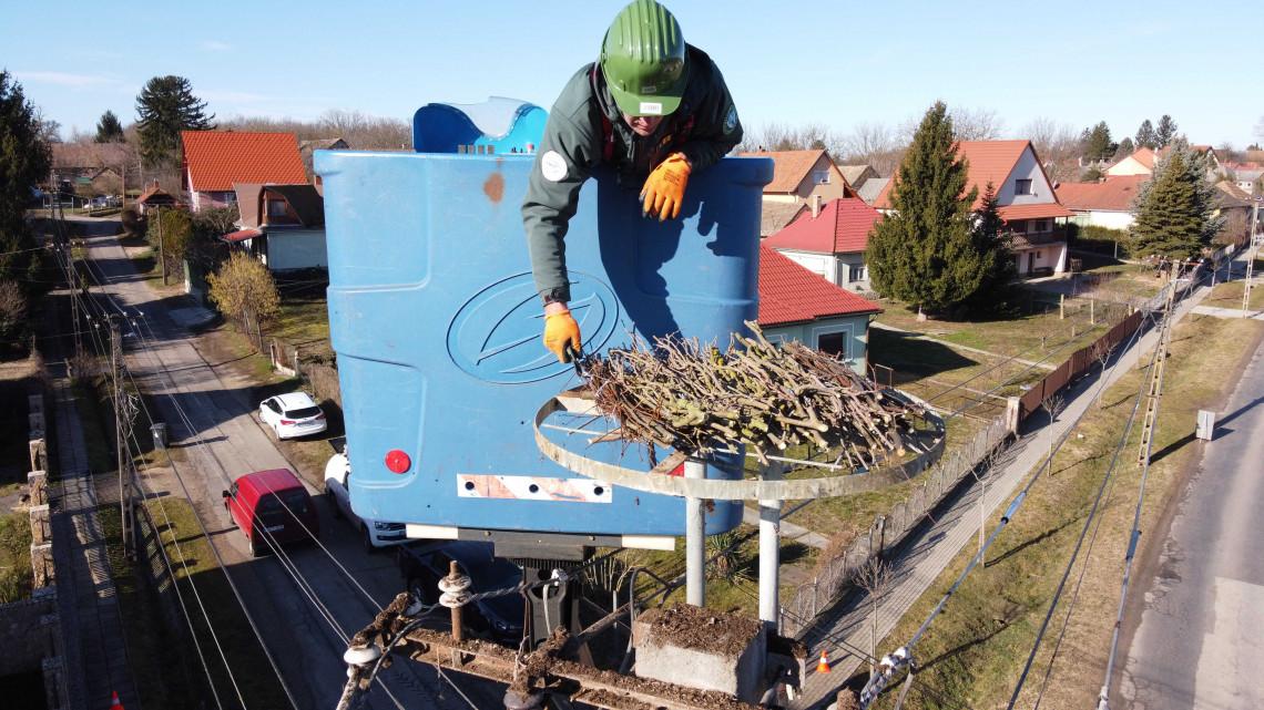 Így várja a gólyákat az áramszolgáltató: több mint négyezer fészektartót helyeztek ki