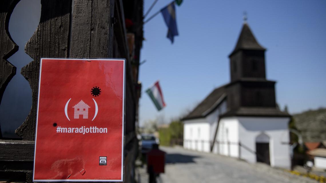 Újabb város döntött: lezárták Hollókőt a járványveszély miatt