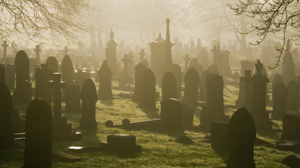 Koronavírus: így lehet csak elbúcsúzni az elhunytaktól a járvány idején