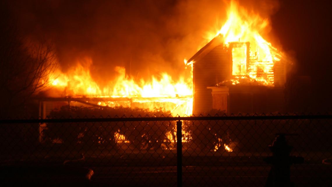 Tervezte a gyilkosságot: nagypénteken gyújtotta haragosaira a házat a miskolci nő