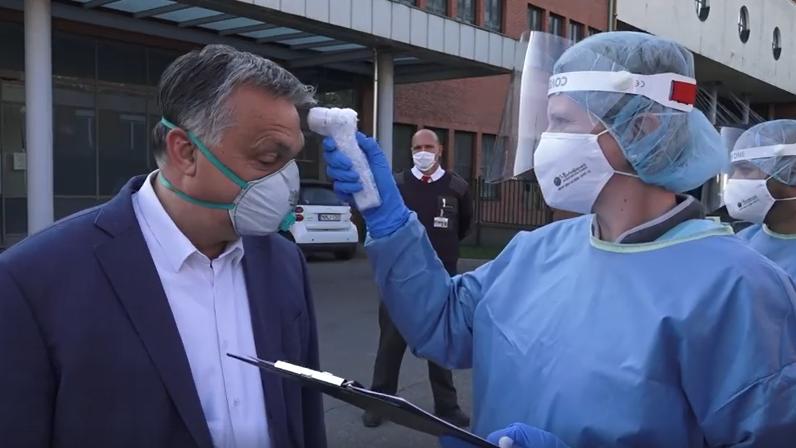 Orbán Viktor a szekszárdi kórházban járt, ahol Superman-nek nevezték
