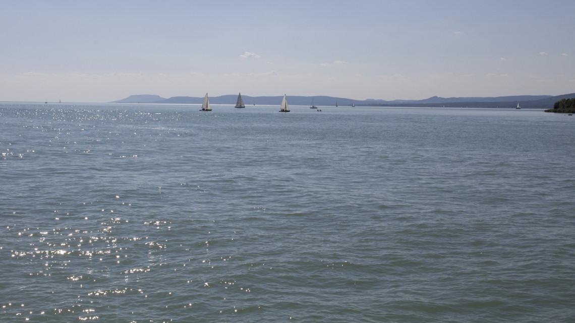 Kiderült: ezért ömlik a zavaros, fekete víz a Balatonba