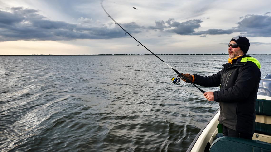 Jó hír a horgászoknak: több mint 1500 kilónyi halat telepítettek ezekbe a tavakba