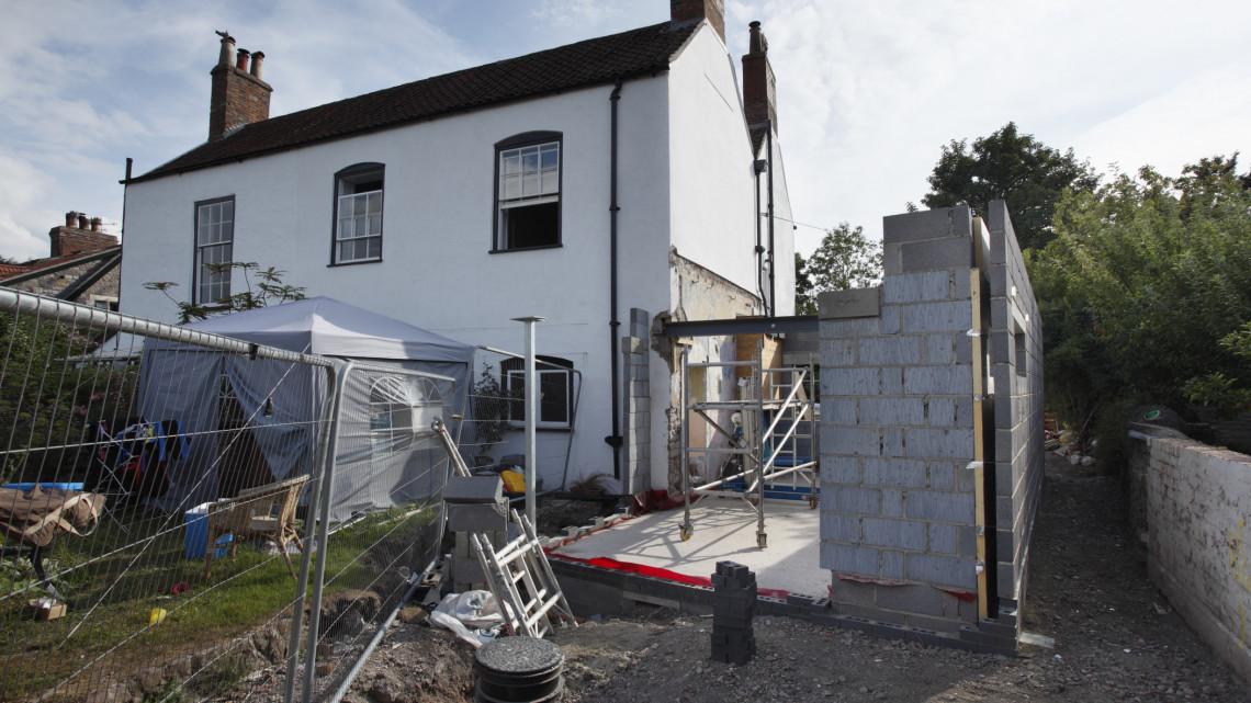 Nagyot ment az építőipar: még nem látszanak a korlátozások hatásai