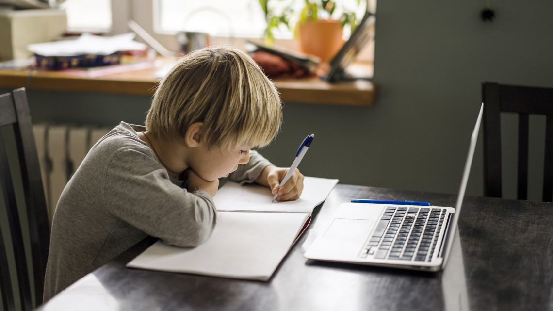A digitális tanrendről vallottak a tanárok: a pedagógusok 95%-a nincs felkészítve erre