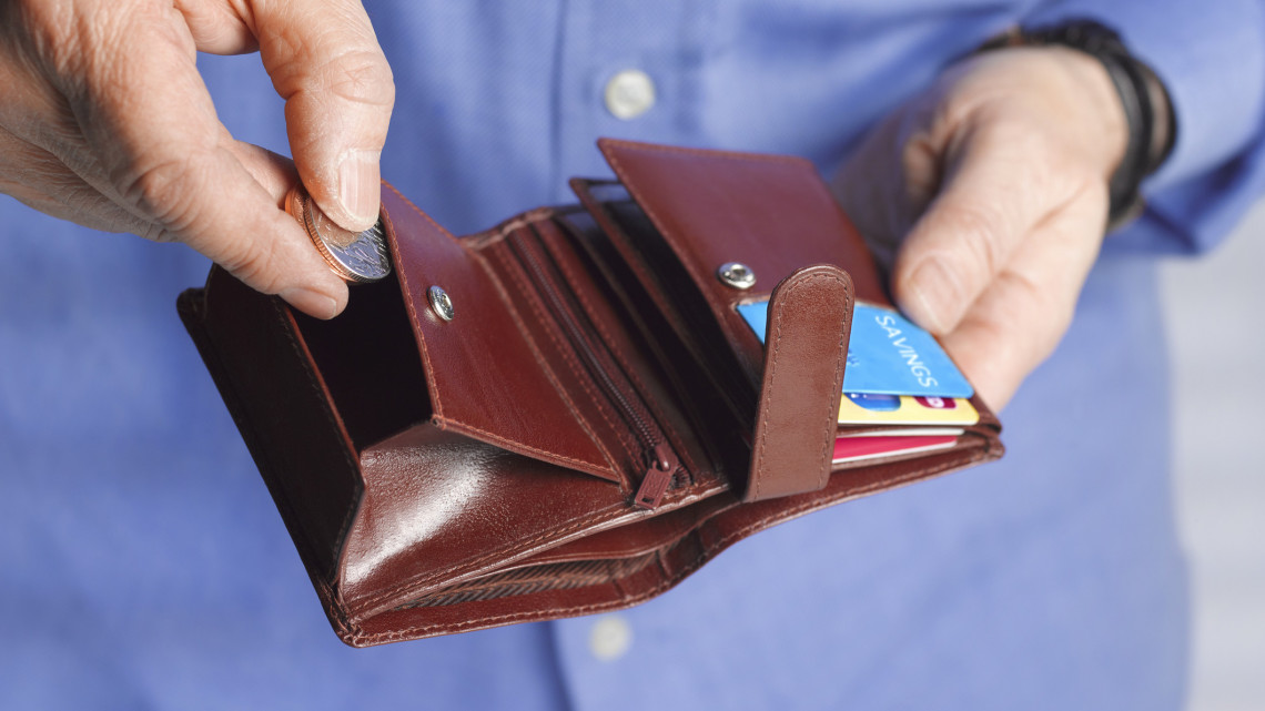 Figyelmeztet az áruházlánc: csalók fosztják ki a gyanútlan vásárlókat