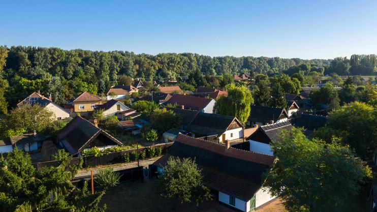 Van pénz lóvéra: őrületes fejlesztésbe kezdtek ezen a 12 csongrádi településen