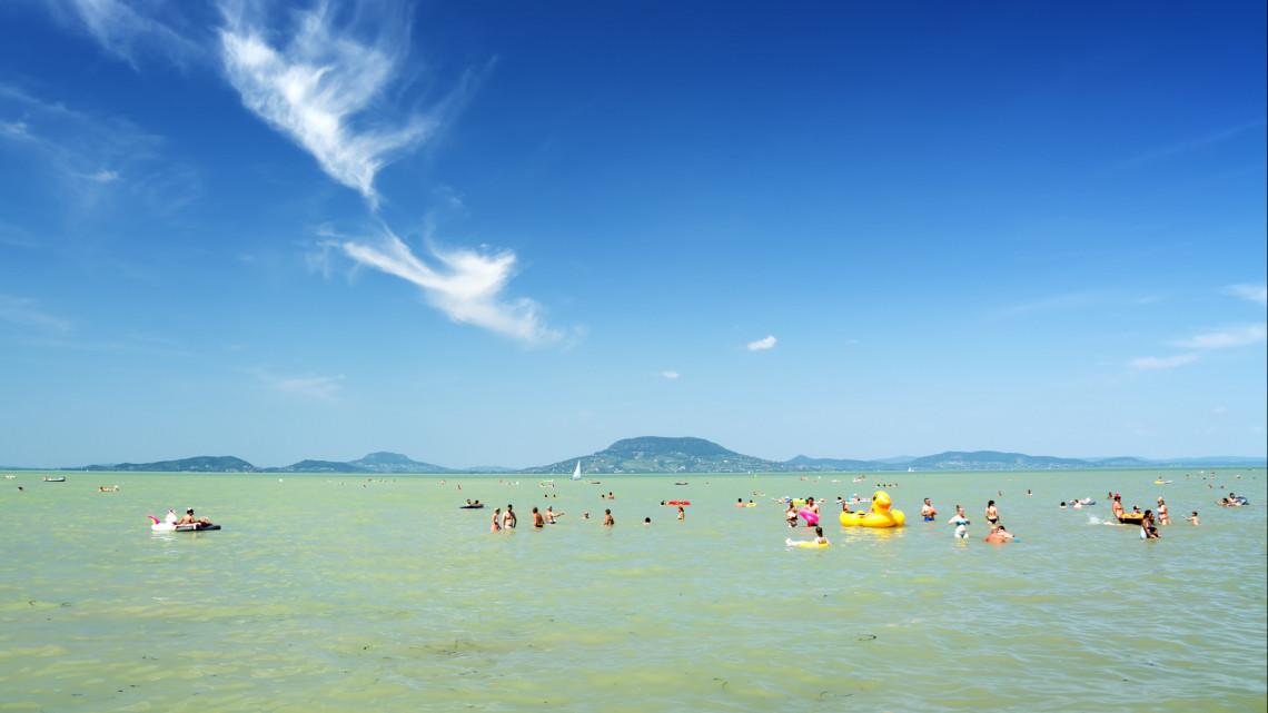 Ezerrel dübörög a balatoni strandfejlesztés: sorra épülhetnek az új csúszdák