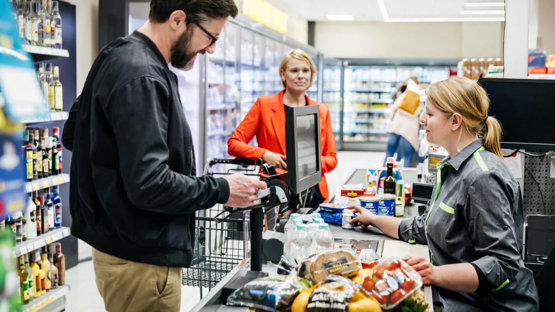 Gyökeresen átalakul a nagybevásárlás? Megszólaltak a magyar áruházláncok