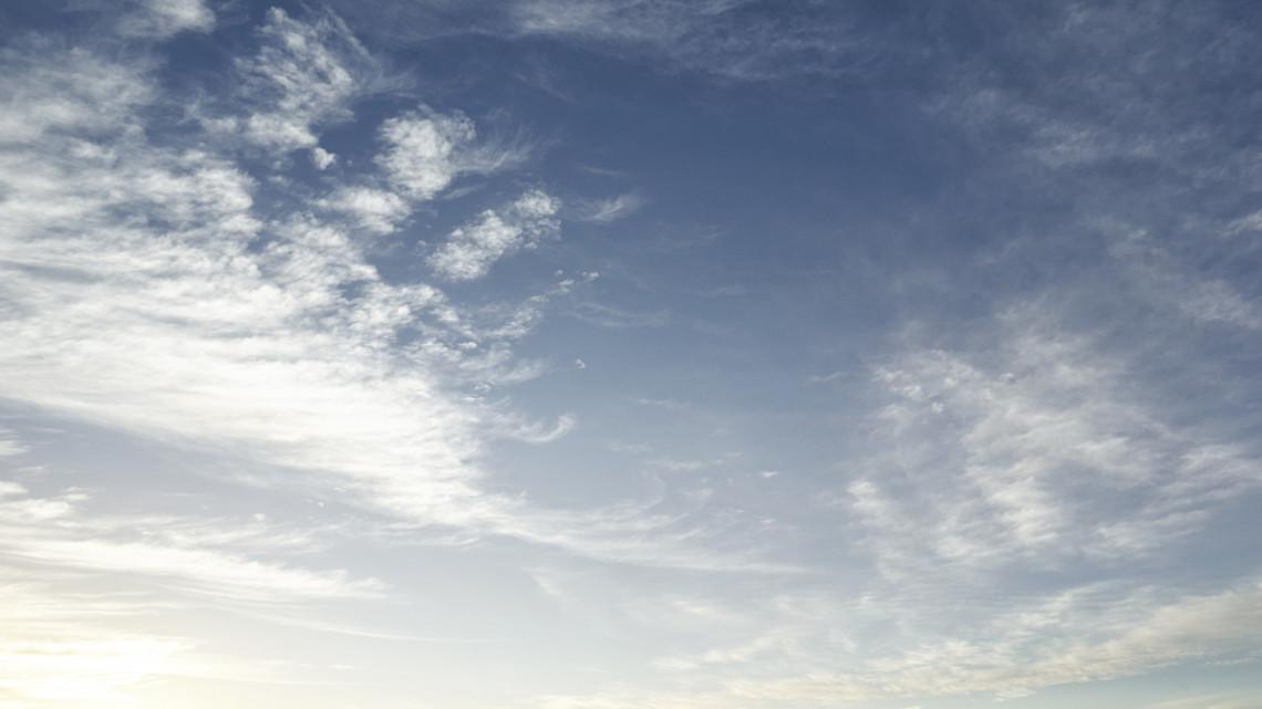 Fantasztikus fotók: káprázatos égi jelenséget figyeltek meg a vidéki város felett