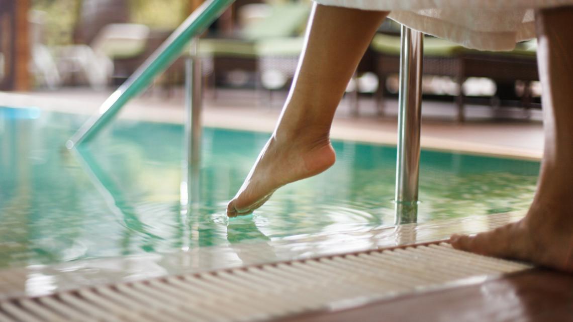 Megszólalt a Fürdőszövetség: jövő nyárig biztosan nem szűnnek meg a korlátozások a fürdőkben
