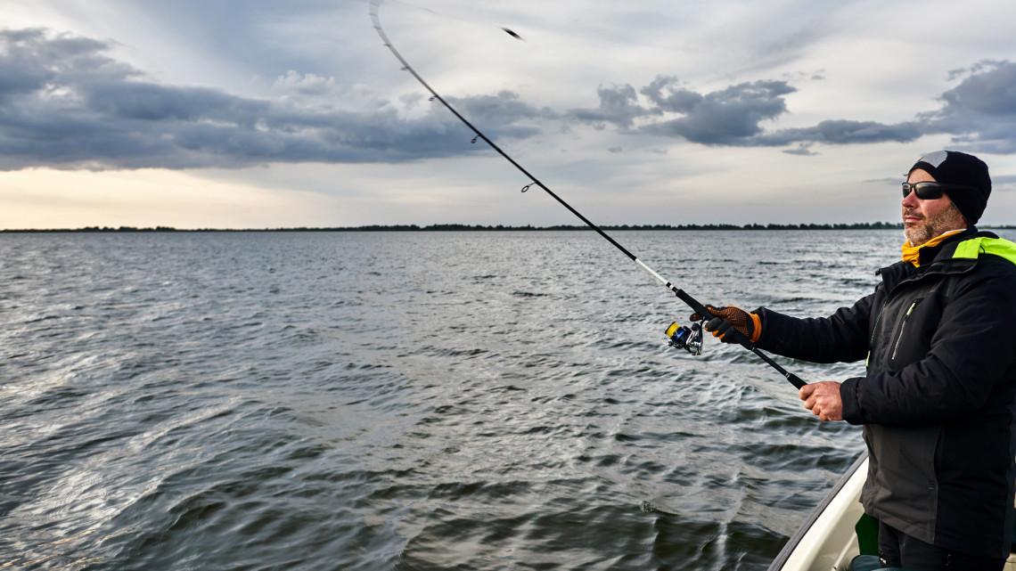 Szigorú korlátozások a magyar folyón: brutális bírság járhat ezért a horgászoknak
