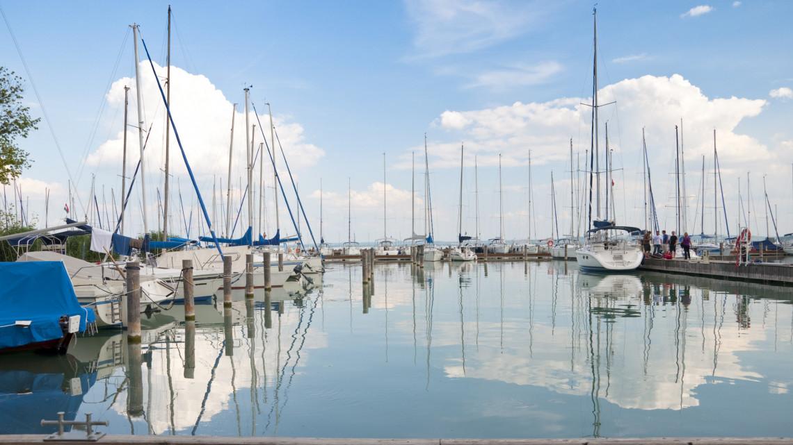 Élesedik a kikötő háború: négy balatoni település fogott össze