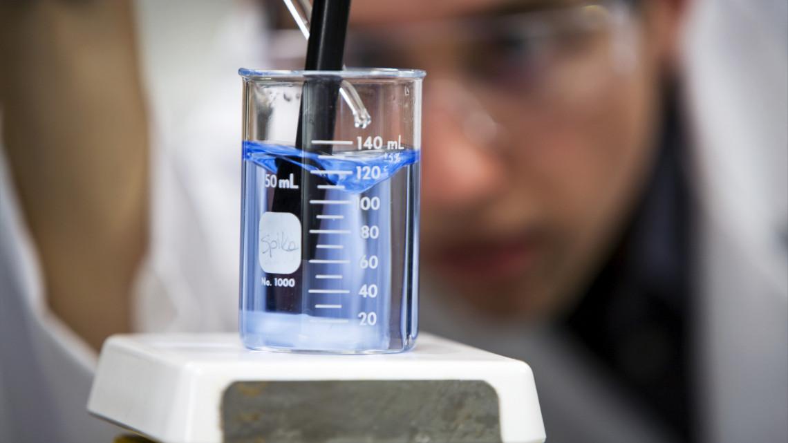 Szennyvízben keresik a koronavírus jeleit: ezekben a városokban kezdik a vizsgálatot