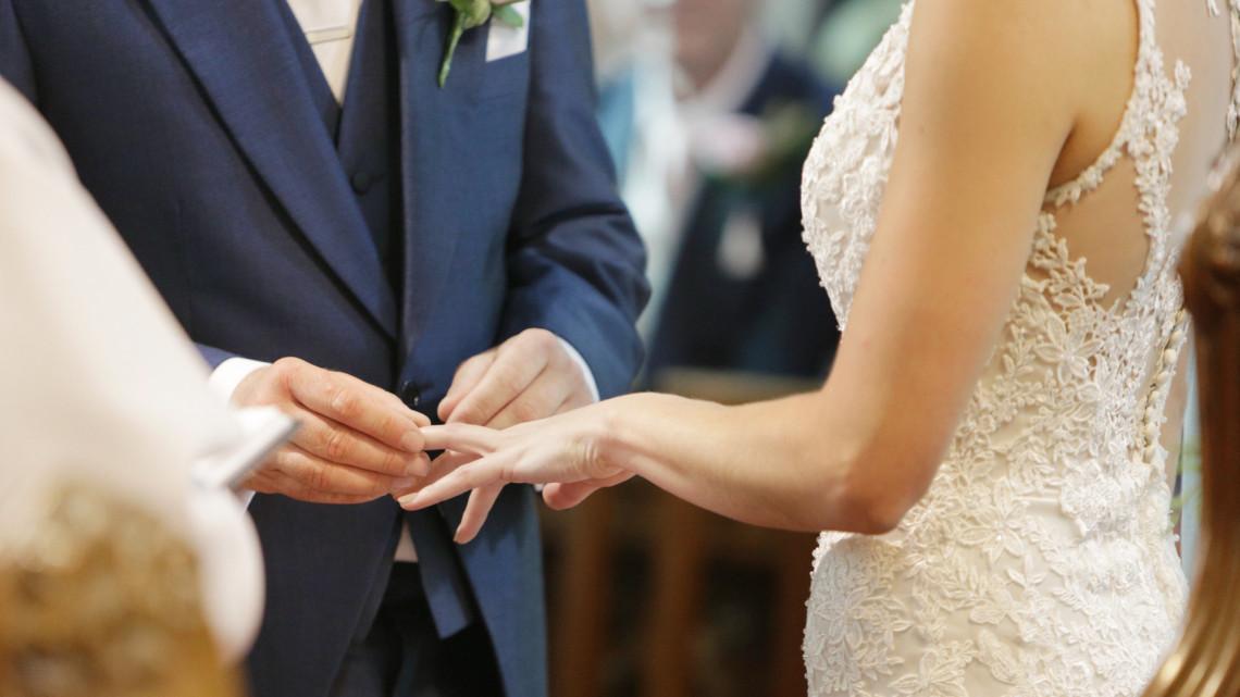 Mi történt? Őrülten megugrott a házasságkötések száma ezekben a régiókban