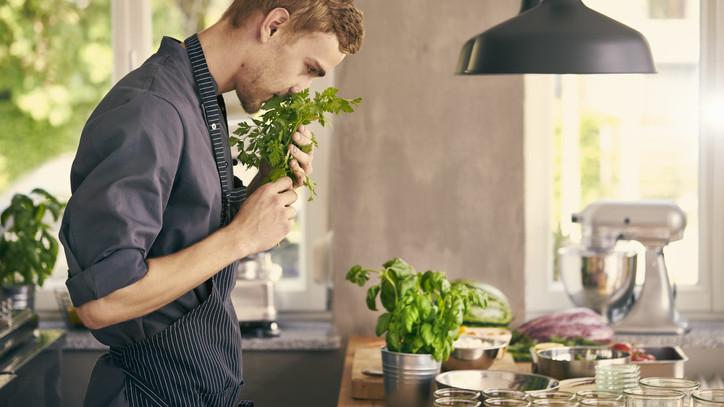 Ezzel a módszerrel sokáig friss marad a levágott zöldfűszer: nem kell mindig újat venned!