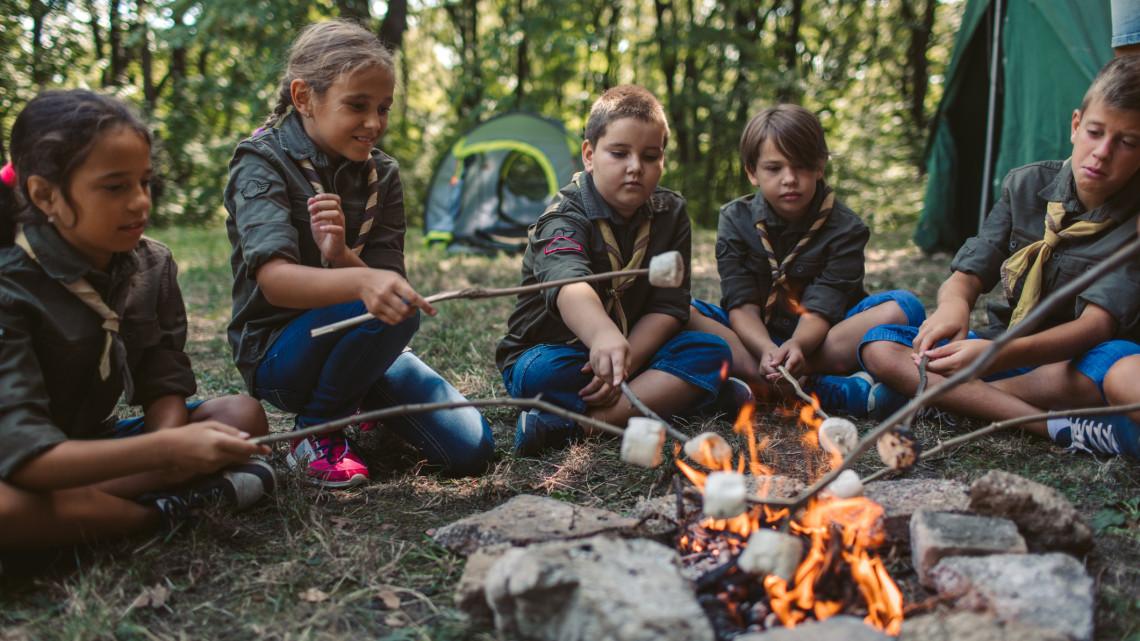 Elárulták a szakértők: ennyire veszélyes idén nyáron táborba küldeni a gyereket