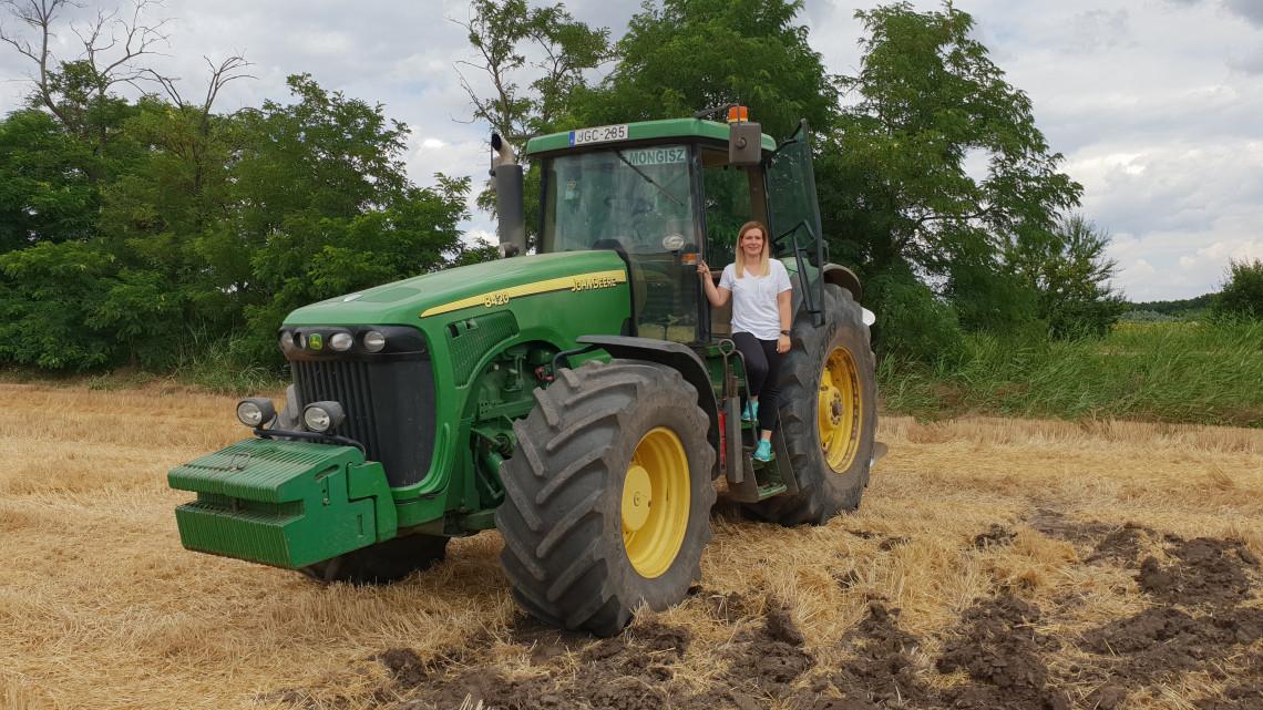 Ez azért komoly: ennyiért traktorozhatsz egy órát az ország első élménytanyáján