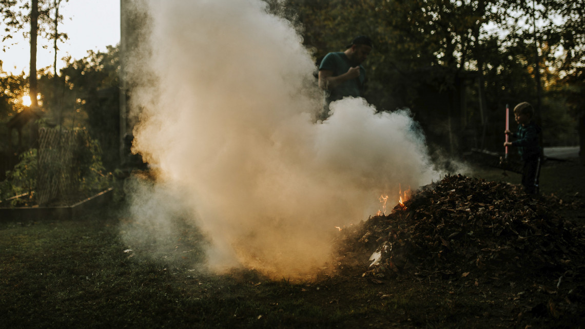 Döntött a Parlament: betiltották az avarégetést egész Magyarországon