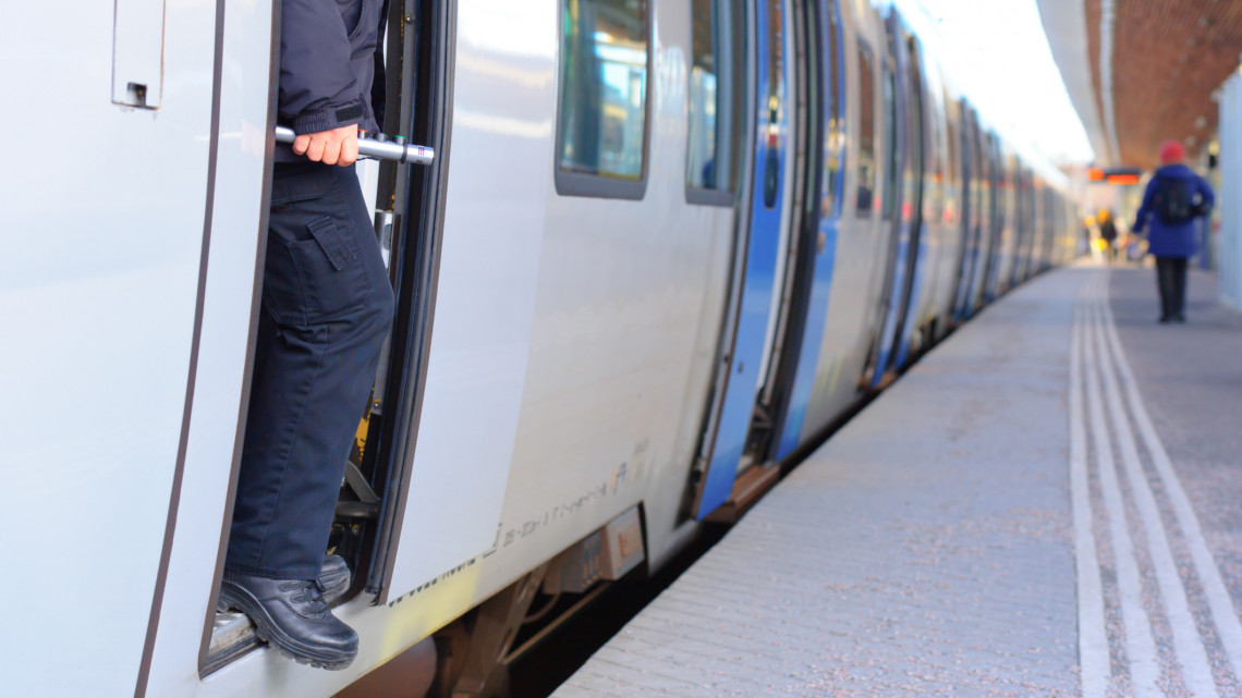 Elkapja a csalókat a csúcstechnológia: még biztonságosabb lesz a vasút