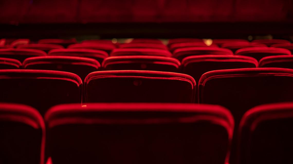 Fergeteges vígjátékkal készül a vidéki színház: ezért nem vehetünk rá mégse jegyeket
