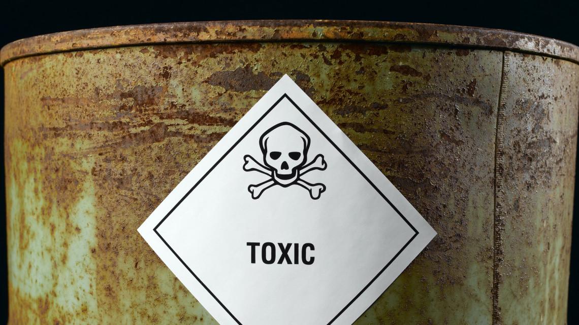 Brutális mennyiségű veszélyes hulladék gyűlt fel Kiskunhalason: évek óta nem viszik el