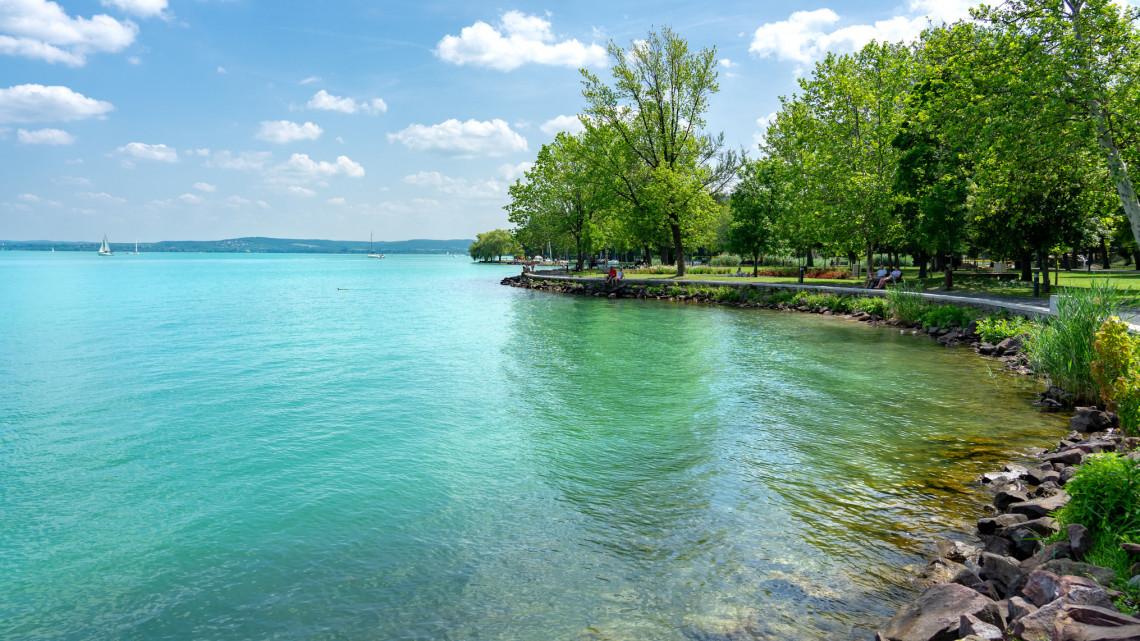 Jó hír a Balatonra érkezőknek: ezek a népszerű strandok már biztosan ingyenesek maradnak