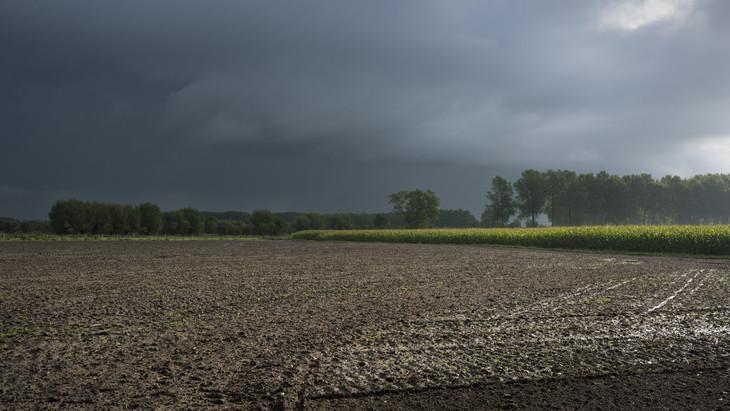 Nem kímélte a vihar a dunántúli települést: lábszárközépig ért a víz a felhőszakadás után