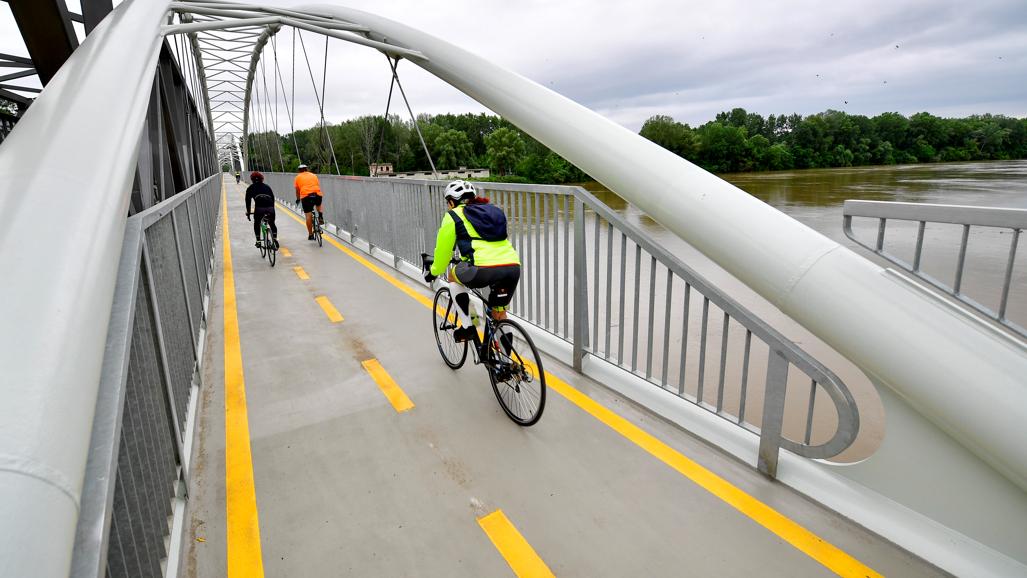 Végre elkészült Magyarország leglátványosabb bicikliútja: itt lehet rajta tekerni