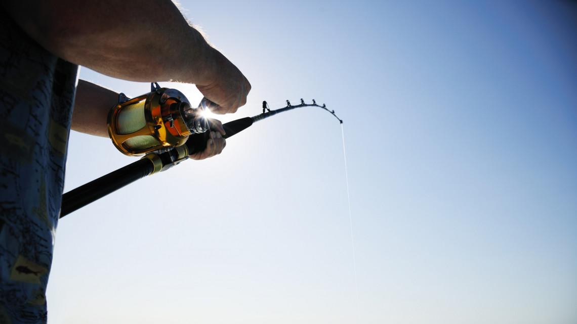 Gigantikus halszörnyet fogott a halász: mutatjuk, hol akadt a horogra a karácsonyi fogás